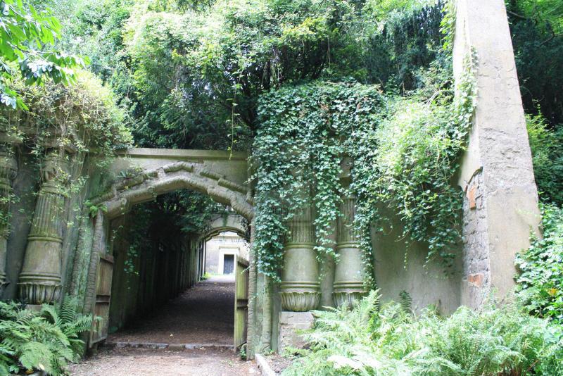 Необычные экскурсии по кладбищам (10)