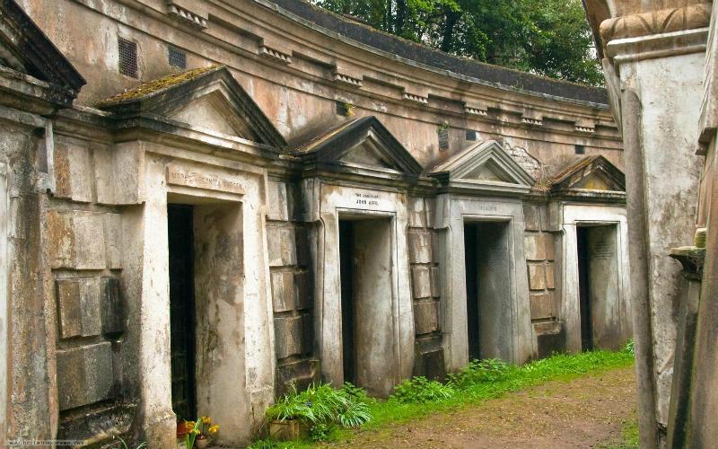 Необычные экскурсии по кладбищам (11)