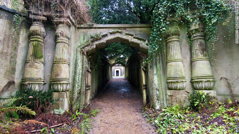 Необычные экскурсии по кладбищам (15)