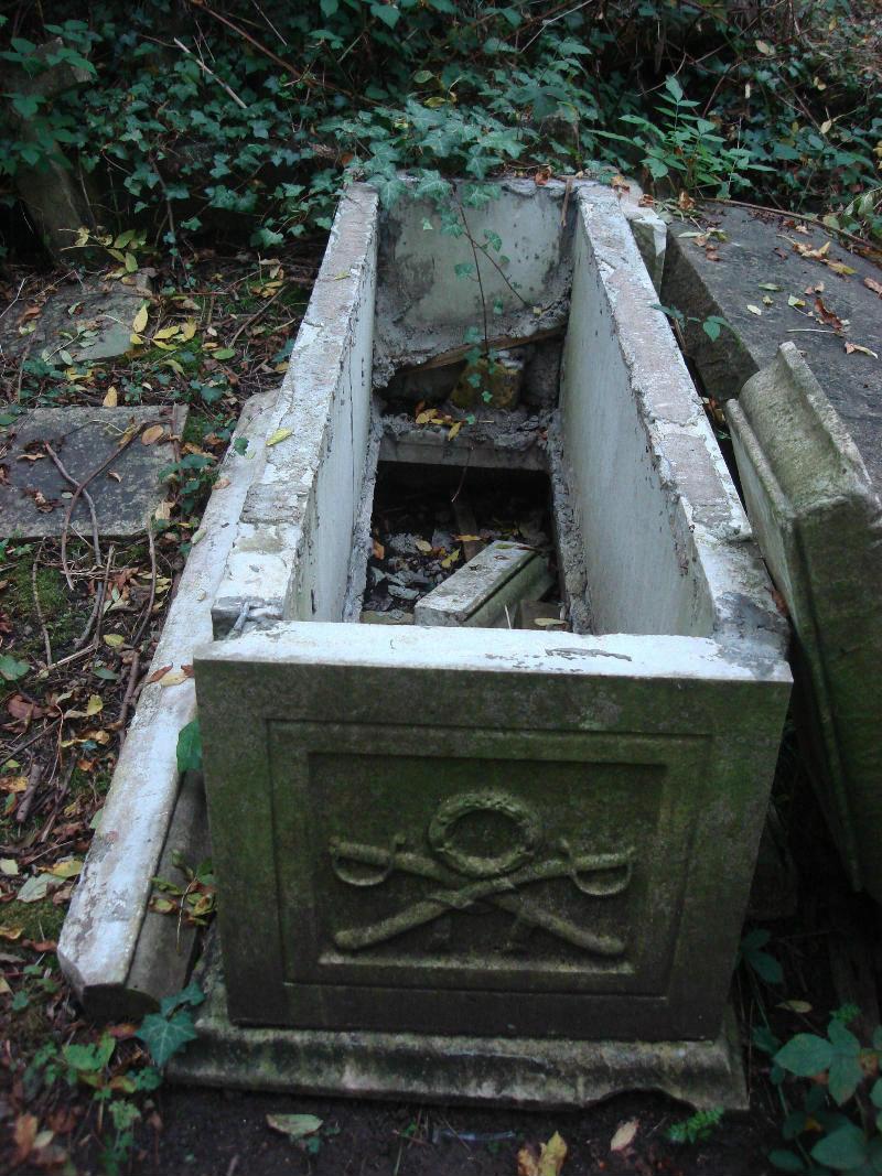 Необычные экскурсии по кладбищам (3)