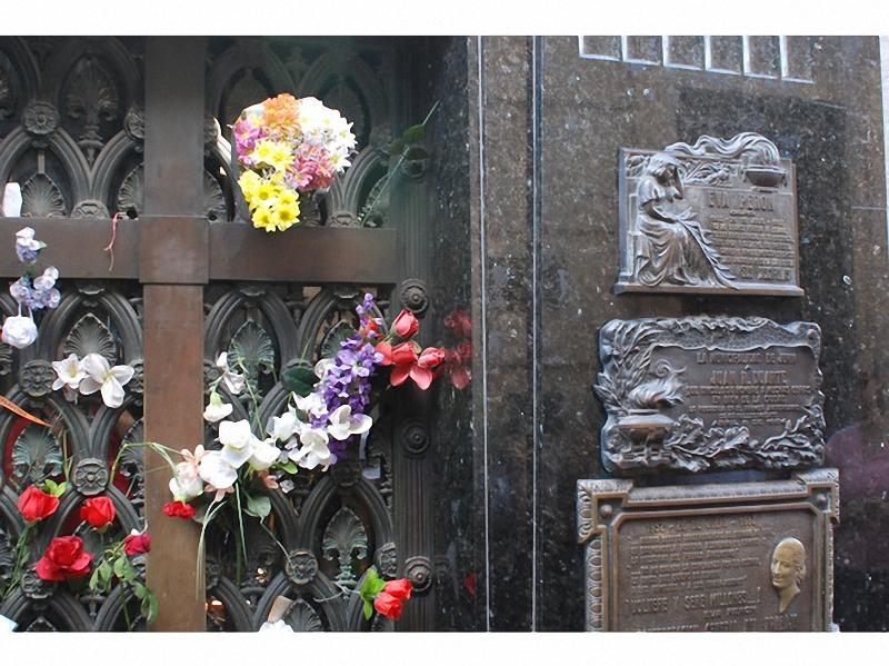 Необычные экскурсии по кладбищам (37)