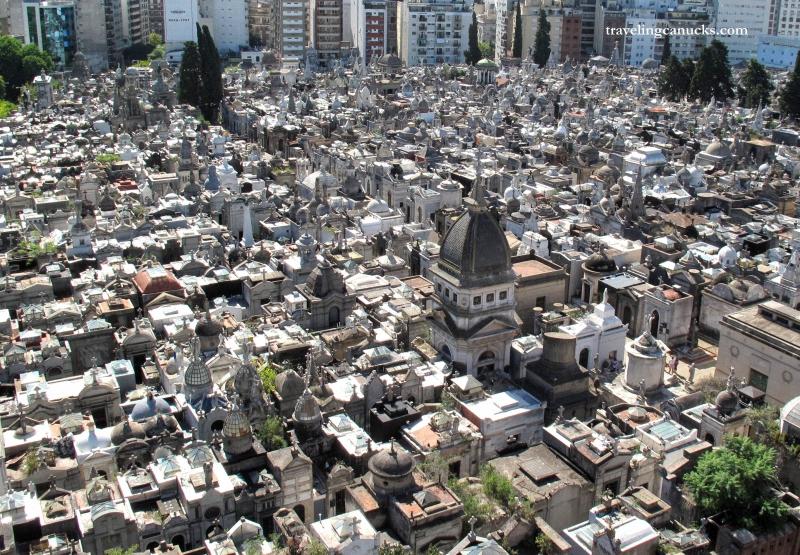 Необычные экскурсии по кладбищам (36)