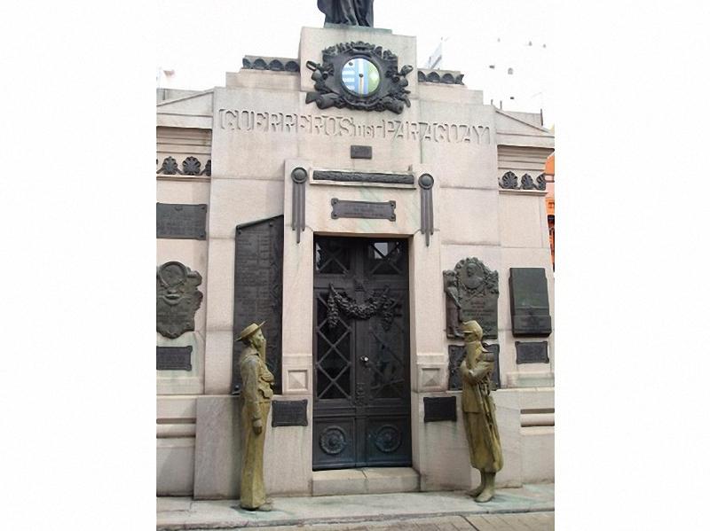 Необычные экскурсии по кладбищам (16)