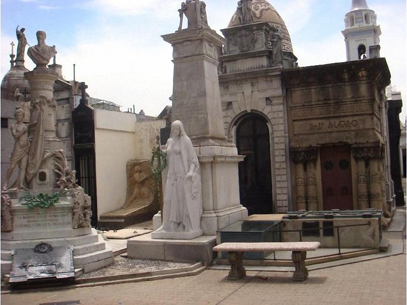 Необычные экскурсии по кладбищам (22)