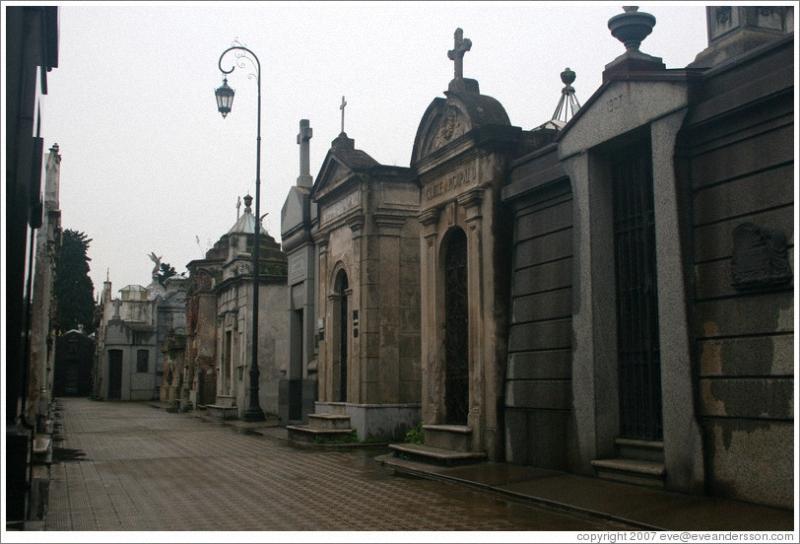 Необычные экскурсии по кладбищам (32)