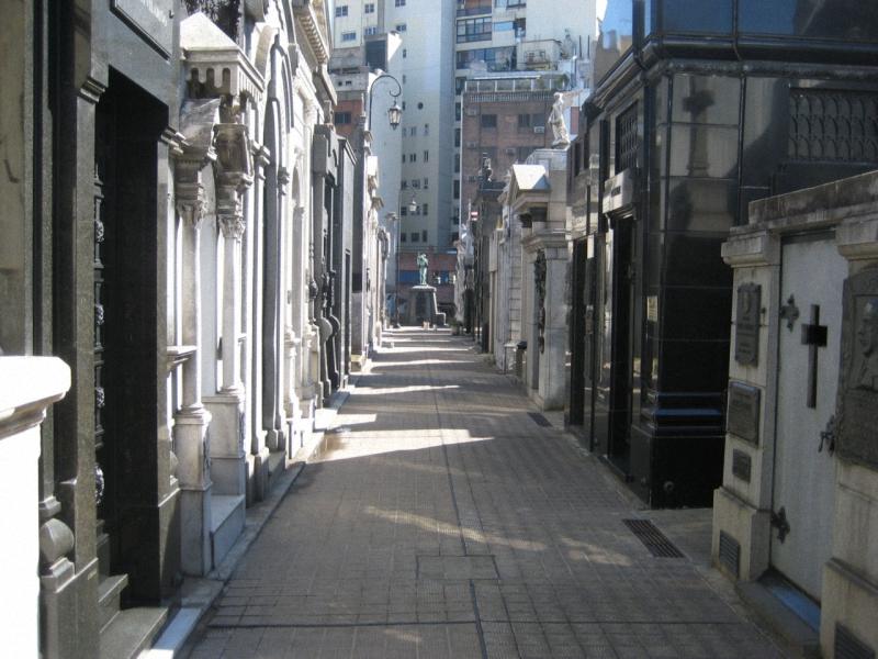 Необычные экскурсии по кладбищам (31)