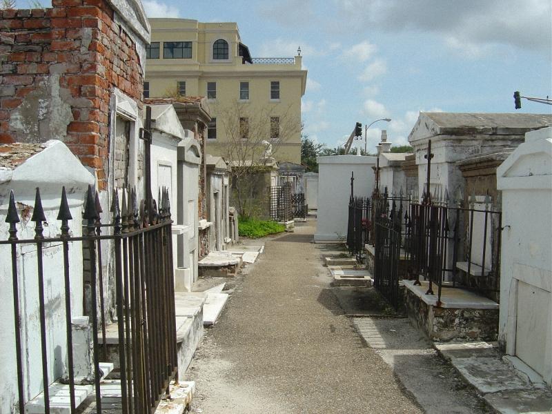 Необычные экскурсии по кладбищам (45)