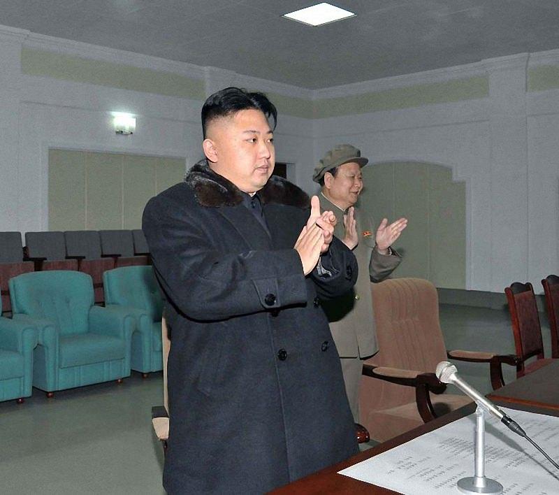 Ким Чен Ун (2)