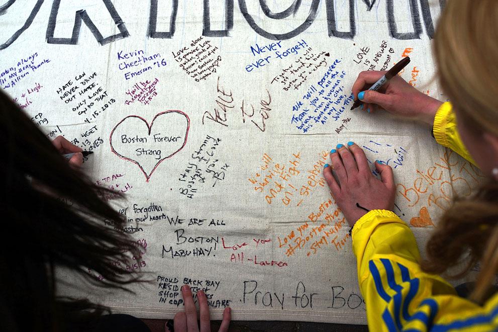 Дань памяти жертв бостонского марафона (10)