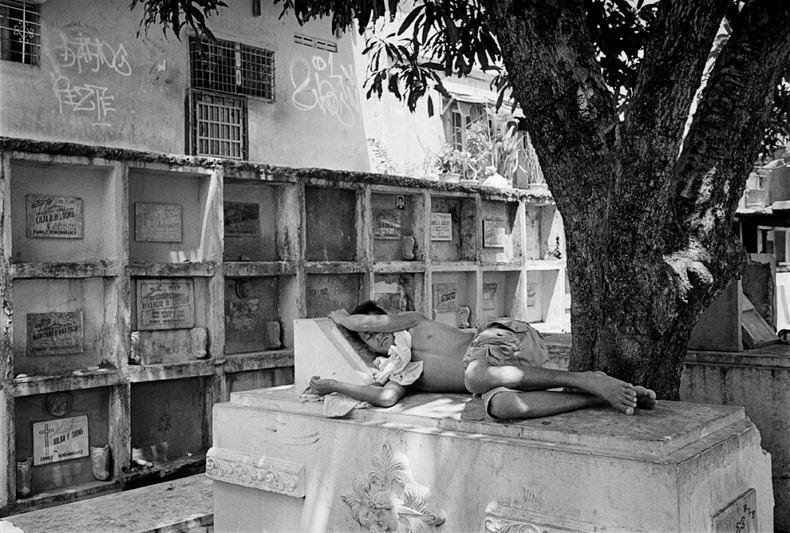 Город-кладбище в Маниле (12)