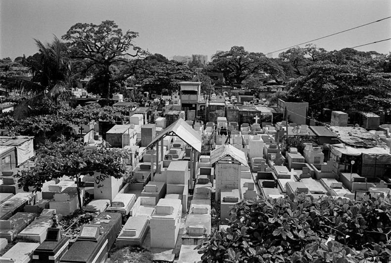 Город-кладбище в Маниле (19)