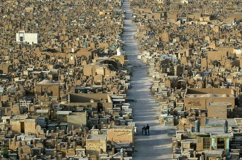 Самое большое кладбище в мире: Вади-ус-Салама (3)