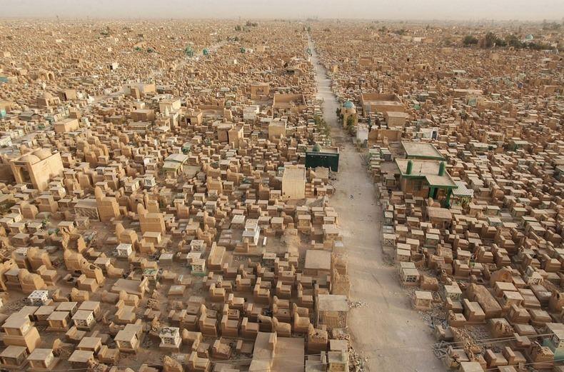 Самое большое кладбище в мире: Вади-ус-Салама (4)