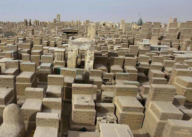 Самое большое кладбище в мире: Вади-ус-Салама (8)