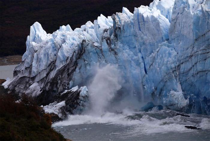шум от обвала льда слышен на многие километры